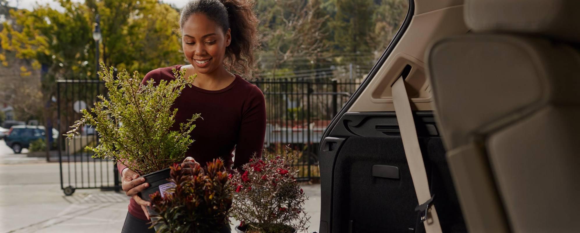 00-Shift_Car_Sales-hauling-plants_female