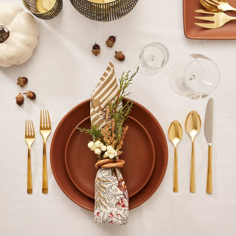 04-eBay_18_October_Social_Holiday_Table_Place_Setting_hero_0233