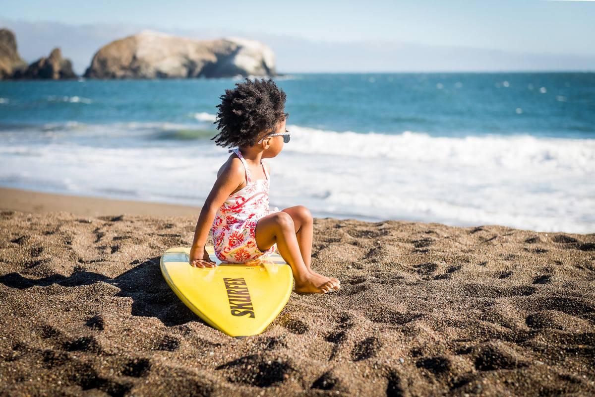 06-beach-kids